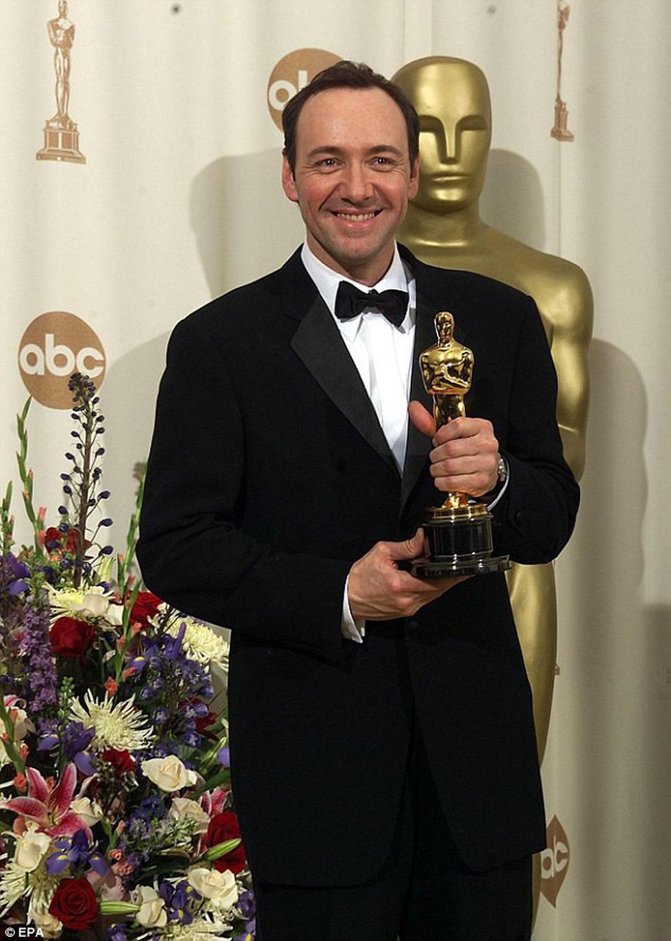 Xem clip điểm danh 90 nam tài tử nhận Oscar qua các thời đại - Ảnh 7.