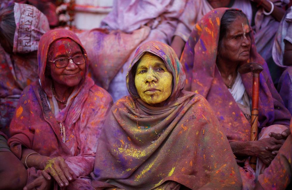 Góa phụ Ấn ăn mừng Holi, phá vỡ tập tục bất công - Ảnh 13.