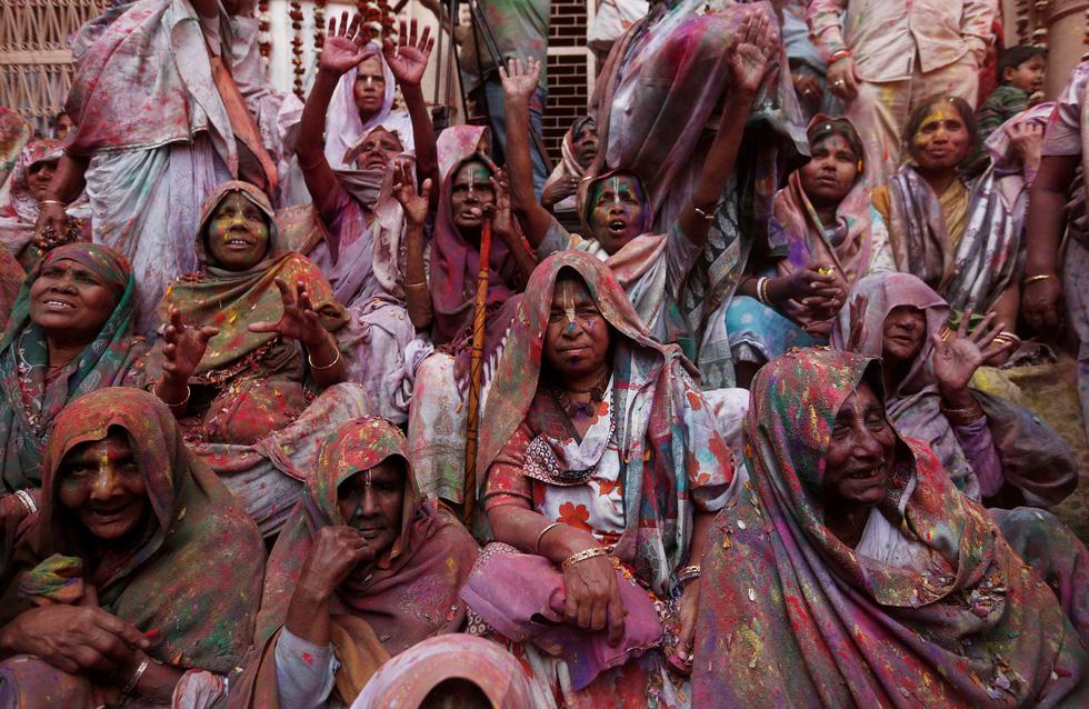 Góa phụ Ấn ăn mừng Holi, phá vỡ tập tục bất công - Ảnh 2.