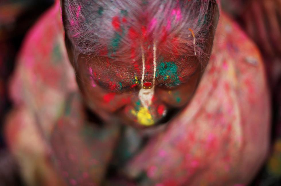 Góa phụ Ấn ăn mừng Holi, phá vỡ tập tục bất công - Ảnh 6.