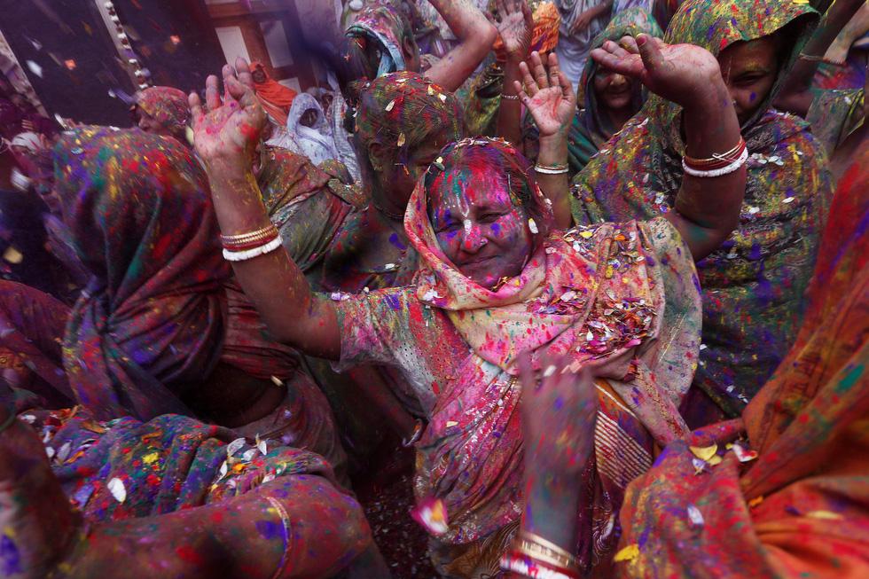 Góa phụ Ấn ăn mừng Holi, phá vỡ tập tục bất công - Ảnh 7.