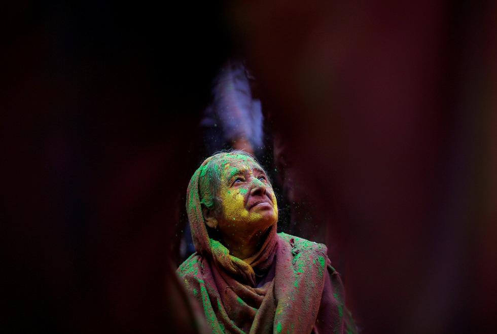 Góa phụ Ấn ăn mừng Holi, phá vỡ tập tục bất công - Ảnh 4.