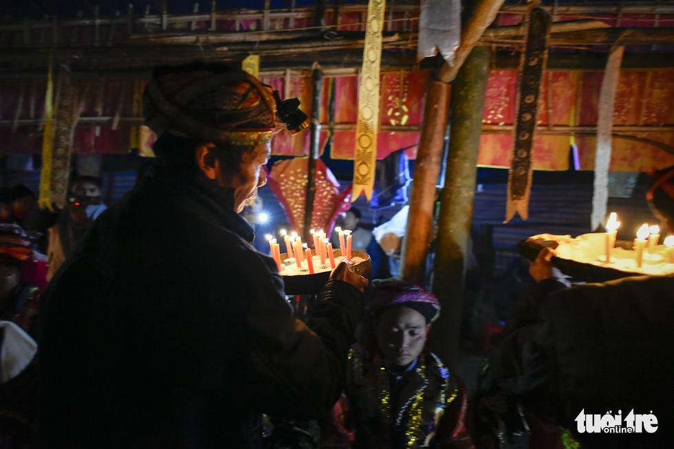 Lễ cấp sắc 12 đèn của người Dao đỏ - Ảnh 15.
