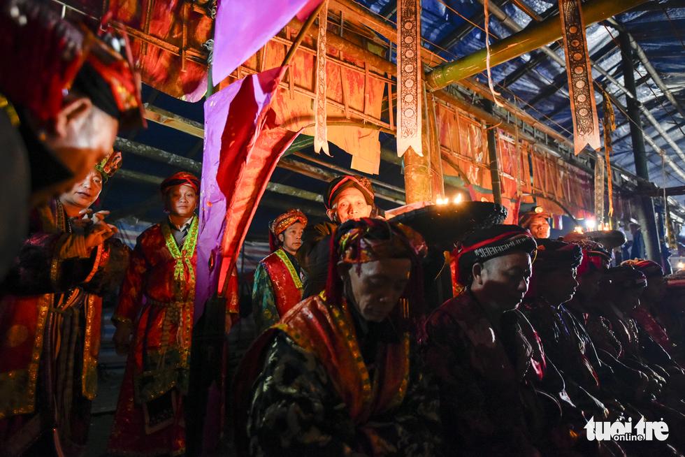 Lễ cấp sắc 12 đèn của người Dao đỏ - Ảnh 17.