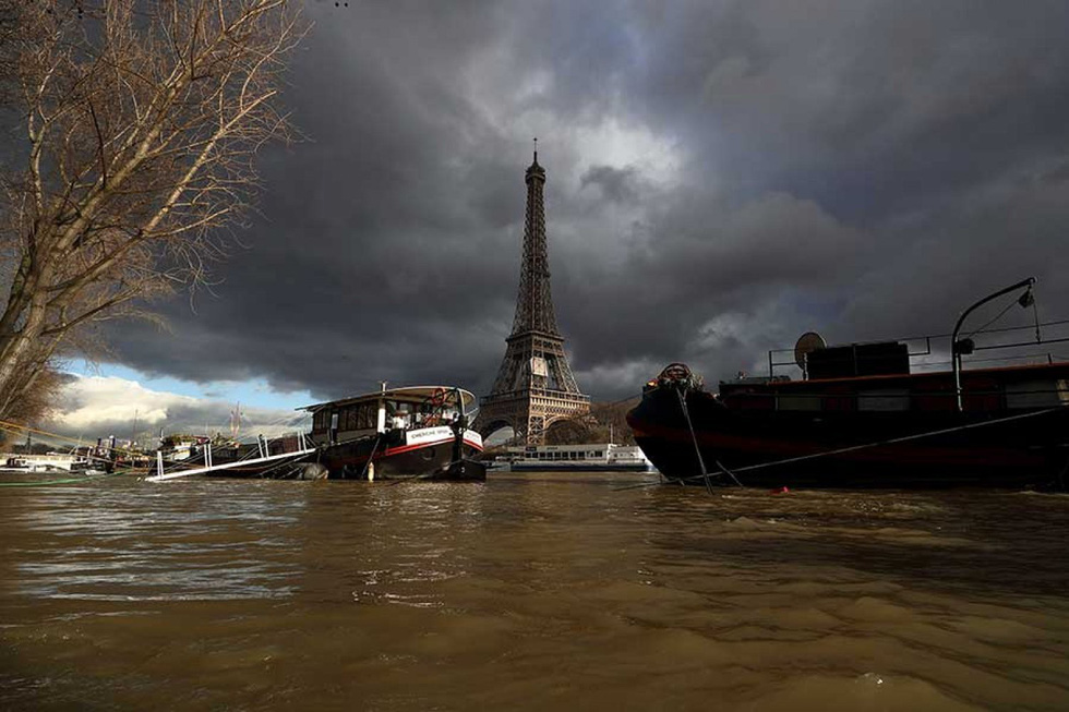 Thế giới trong tuần qua ảnh: Paris ngập trong biển nước - Ảnh 1.