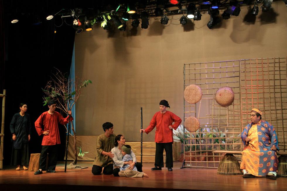Kịch Tết: Giấc mộng vàng son và một Hồng Ánh khác - Ảnh 4.