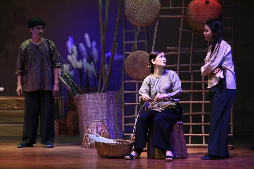 Kịch Tết: Giấc mộng vàng son và một Hồng Ánh khác - Ảnh 5.