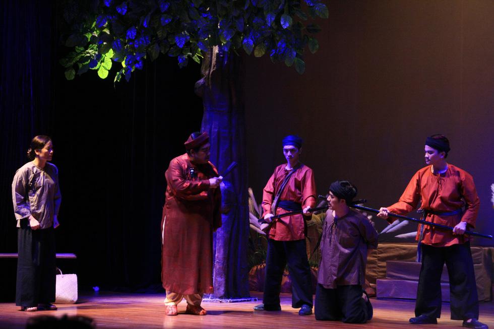 Kịch Tết: Giấc mộng vàng son và một Hồng Ánh khác - Ảnh 6.