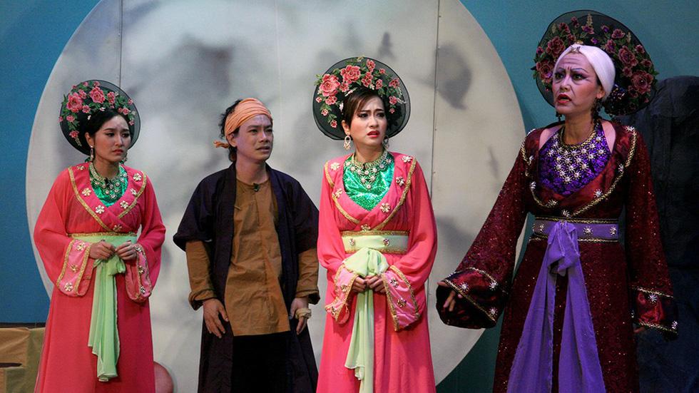 Kịch Tết: Giấc mộng vàng son và một Hồng Ánh khác - Ảnh 1.