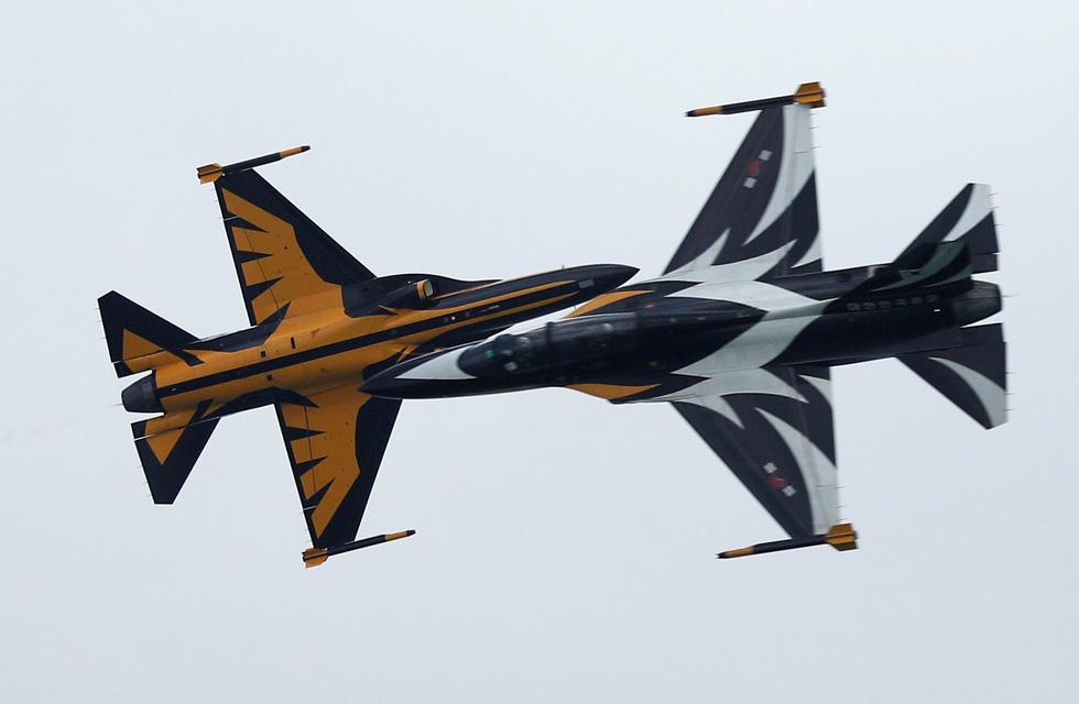 Đã mắt với màn máy bay nhào lộn ở Singapore Airshow 2018 - Ảnh 7.