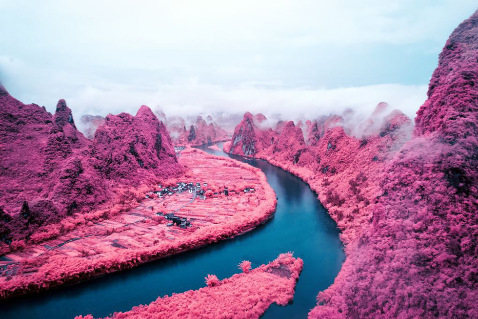 Hoa mắt với hồ nở hoa, núi lửa phun... như phim - Ảnh 2.