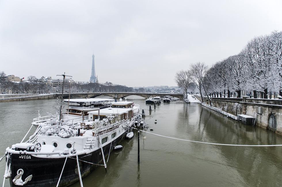 Chụp ảnh cưới nơi tháp Eiffelkhoác màu tuyết trắng - Ảnh 4.