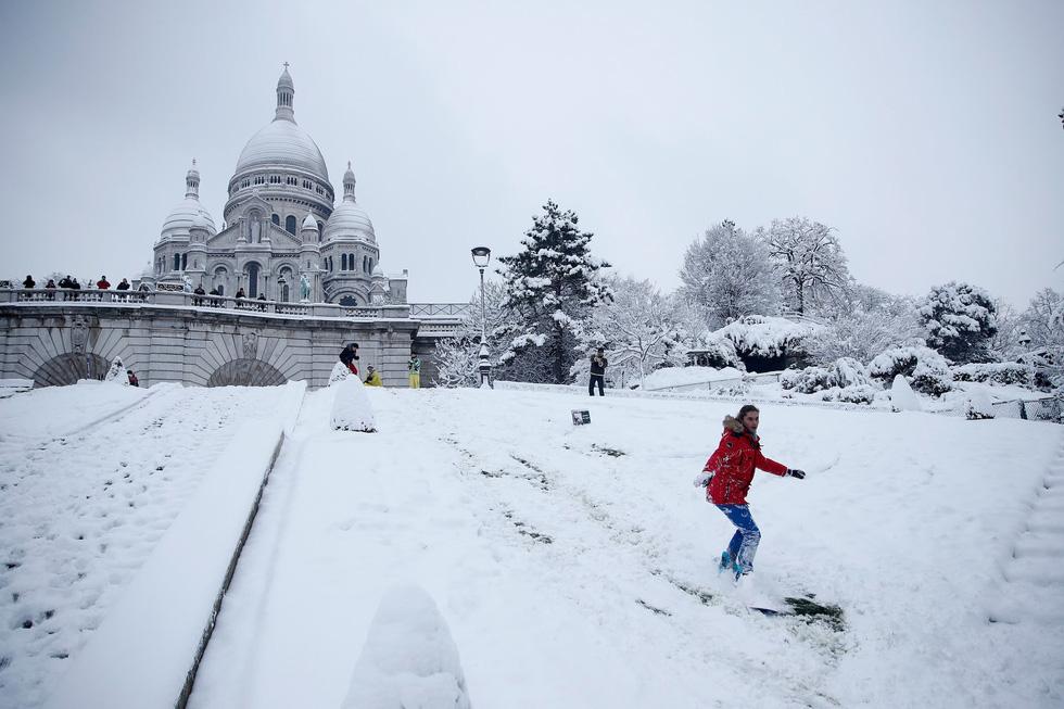 Chụp ảnh cưới nơi tháp Eiffelkhoác màu tuyết trắng - Ảnh 6.