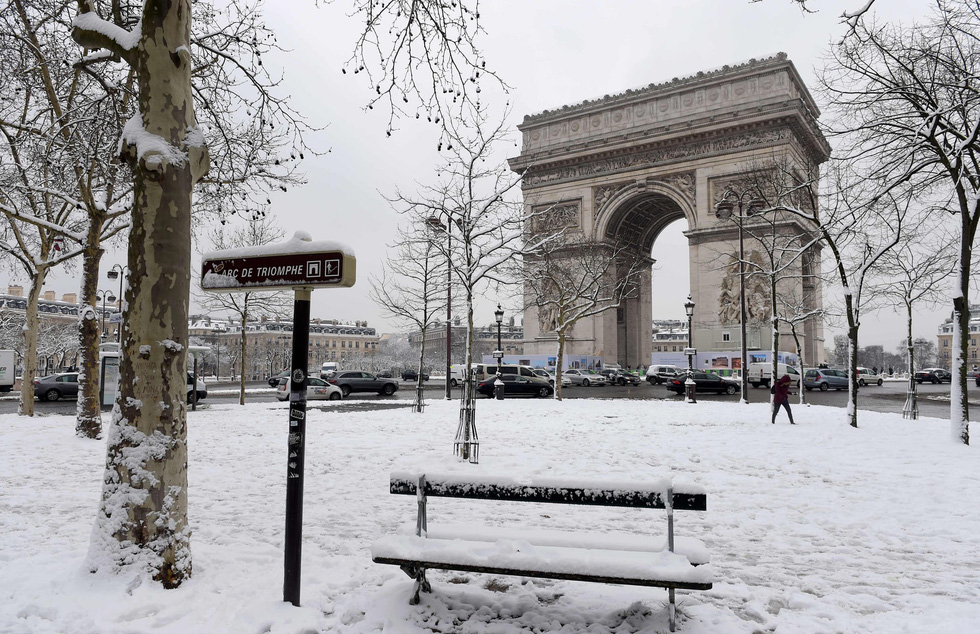 Chụp ảnh cưới nơi tháp Eiffelkhoác màu tuyết trắng - Ảnh 8.