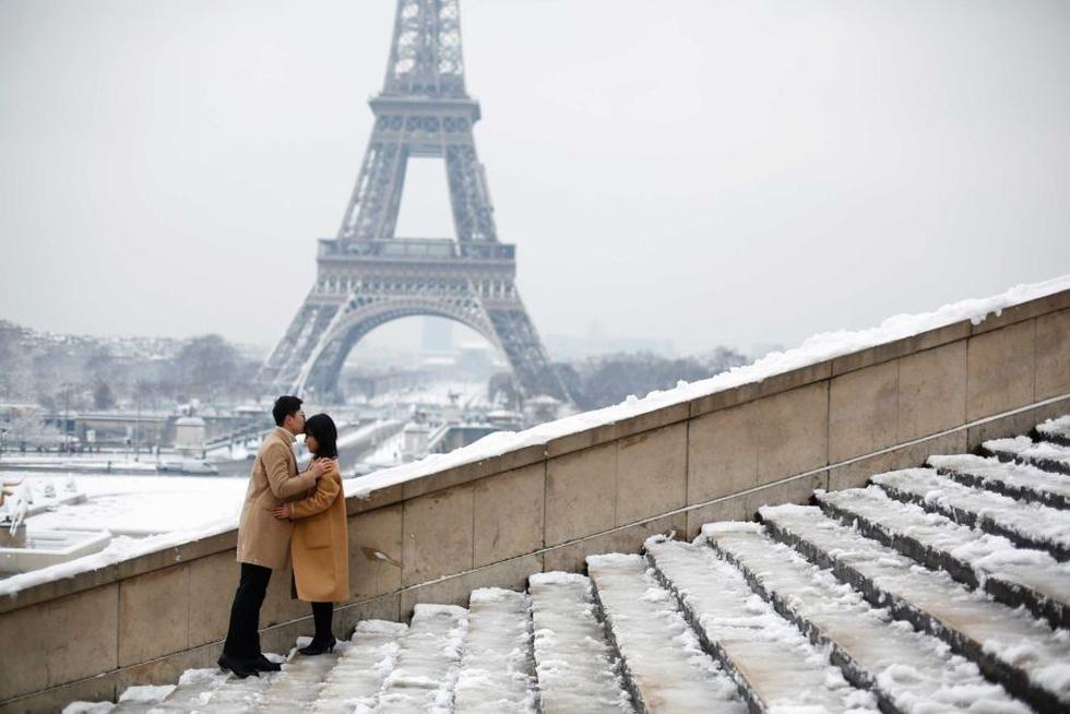 Chụp ảnh cưới nơi tháp Eiffelkhoác màu tuyết trắng - Ảnh 9.