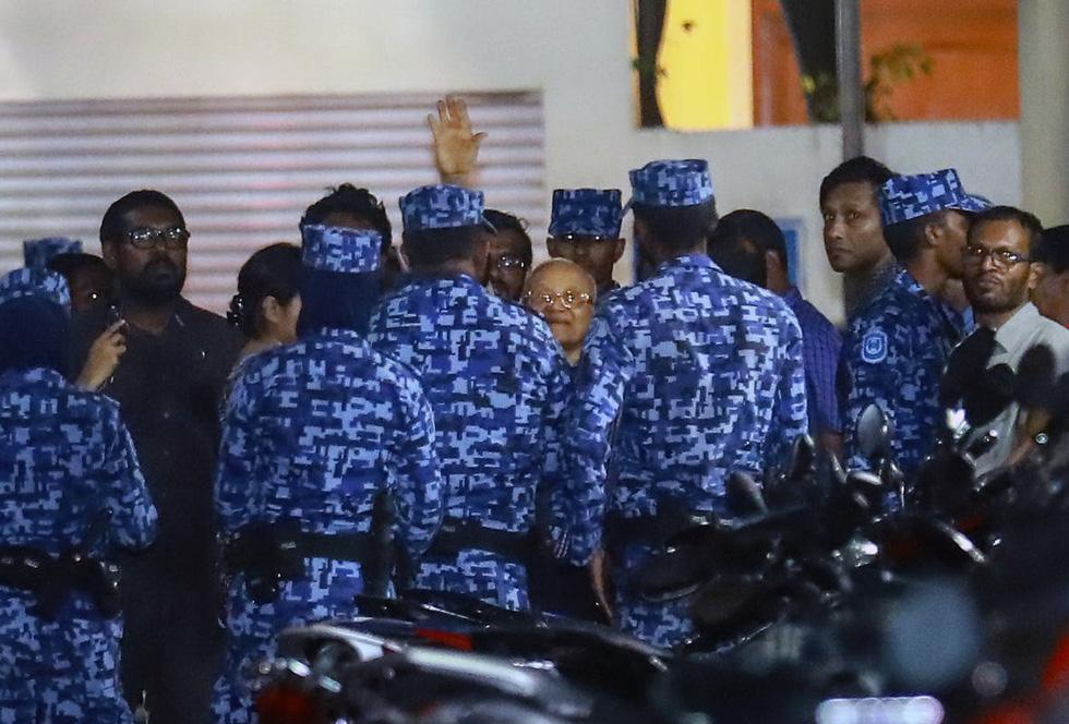 Hỗn loạn ở thiên đường du lịch Maldives - Ảnh 1.
