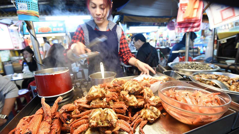 CNN chọn chợ hoa Quảng Bá, Hà Nội trong 14 điểm chơi Tết nổi bật - Ảnh 4.