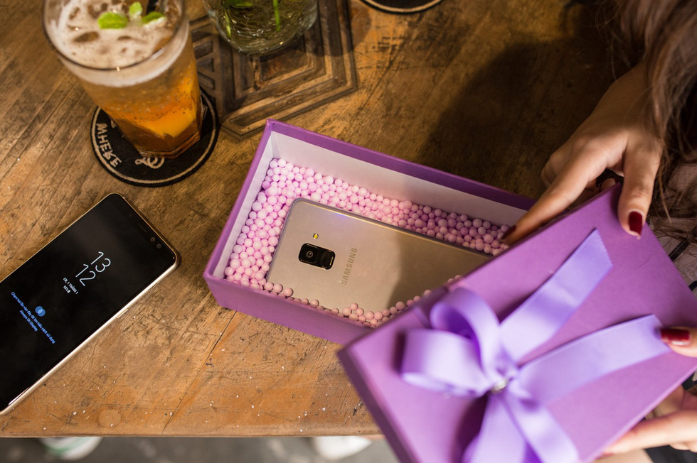 Thổi thêm chút lãng mạn với sắc màu ảo diệu cho Valentines năm nay - Ảnh 4.