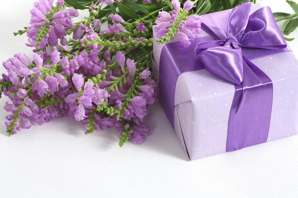 Thổi thêm chút lãng mạn với sắc màu ảo diệu cho Valentines năm nay - Ảnh 2.