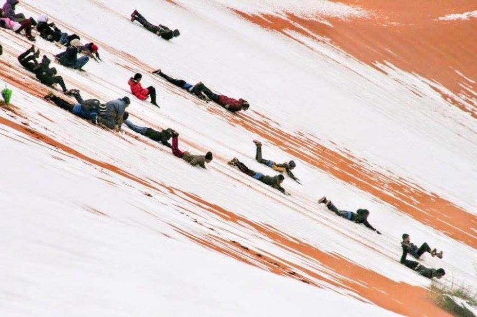 Thế giới trong tuần qua ảnh: tuyết rơi ở sa mạc Sahara - Ảnh 2.