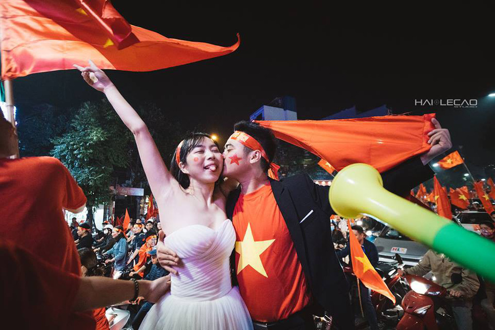 Bộ ảnh cưới chụp ngay trong đêm mừng chiến thắng lịch sử - Ảnh 6.