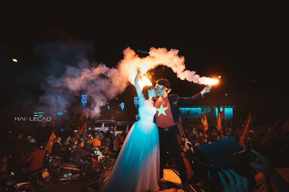 Bộ ảnh cưới chụp ngay trong đêm mừng chiến thắng lịch sử - Ảnh 12.