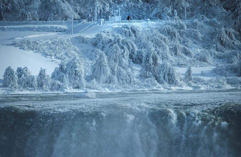 Du khách ngắm thác Niagara trong băng giá - Ảnh 4.