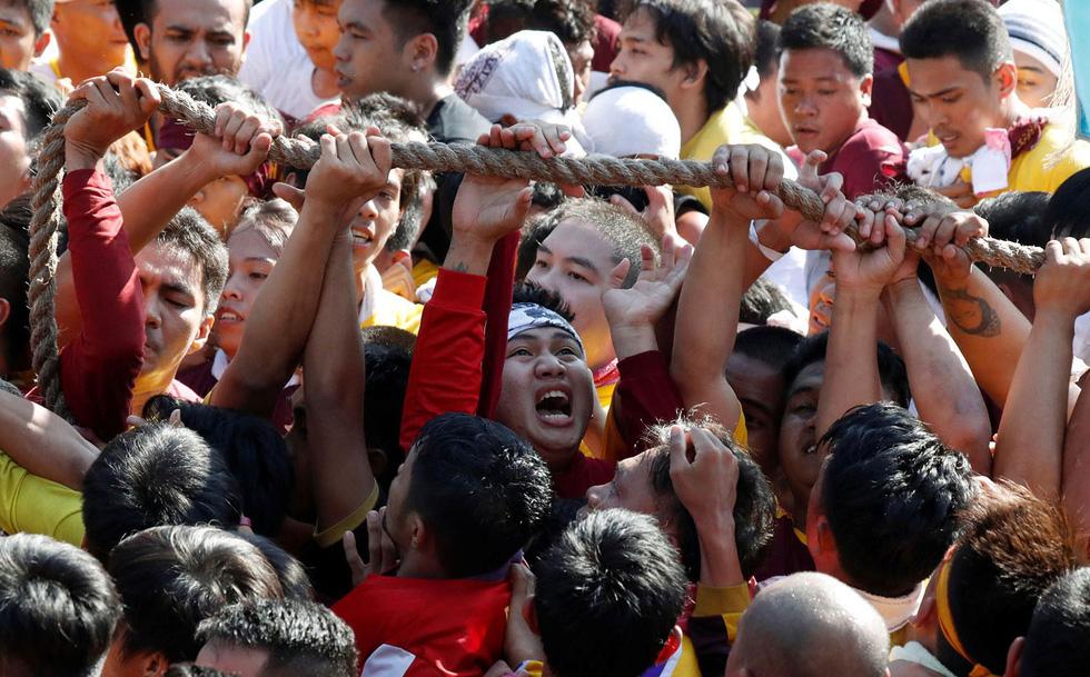 Chen lấn kinh hoàng tại lễ hội Black Nazarene ở Philippines - Ảnh 3.