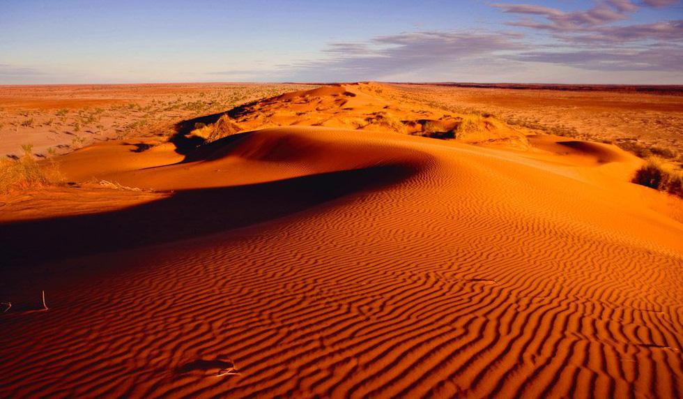 8 sa mạc đẹp như tranh vẽ - Ảnh 2.
