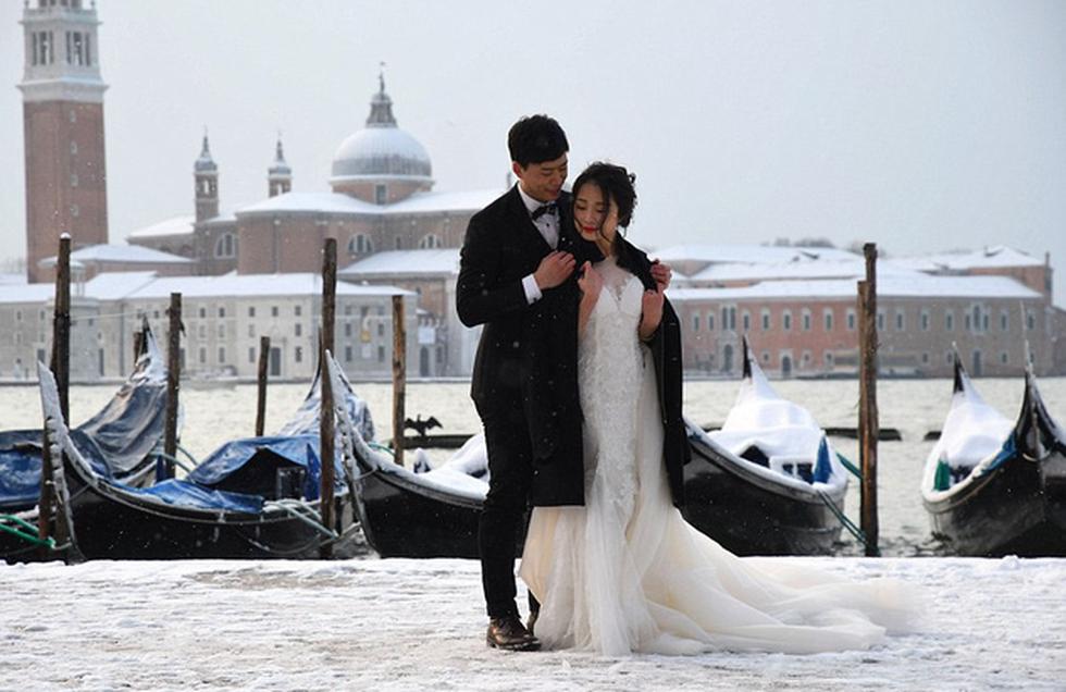 Chụp ảnh cưới trong băng giá trắng xóa - Ảnh 3.