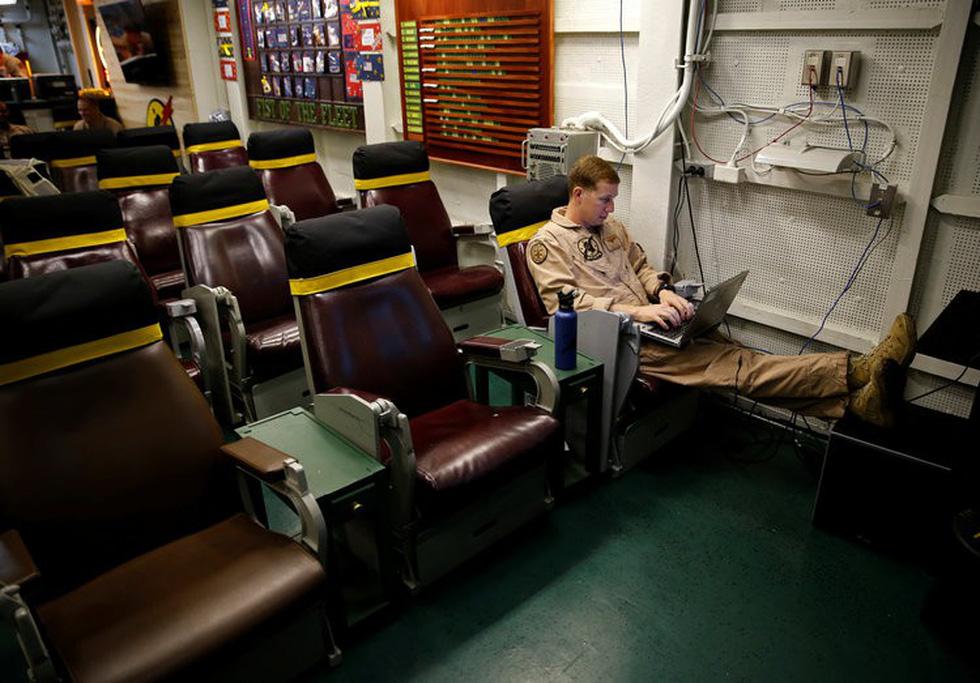 Những ngóc ngách thú vị trên tàu sân bay Mỹ - Ảnh 7.