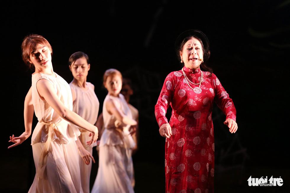 Xem múa Kiều người Hàn dựng, nghĩ về thân phận cô dâu Việt - Ảnh 13.