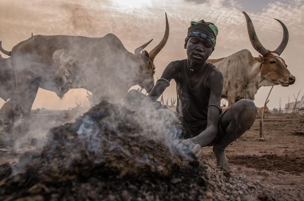 Trải nghiệm cuộc sống chăn bò của người Dinka ở Nam Sudan - Ảnh 1.