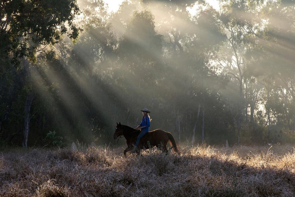 Người phụ nữ chinh phục tuyến đường mòn dài nhất Úc - Ảnh 1.