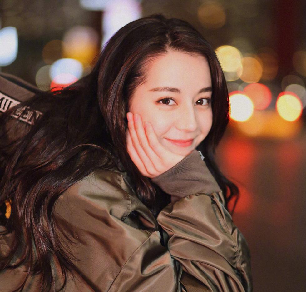 Địch Lê Nhiệt Ba được yêu đơn giản vì xinh đẹp và dễ thương - Ảnh 6.
