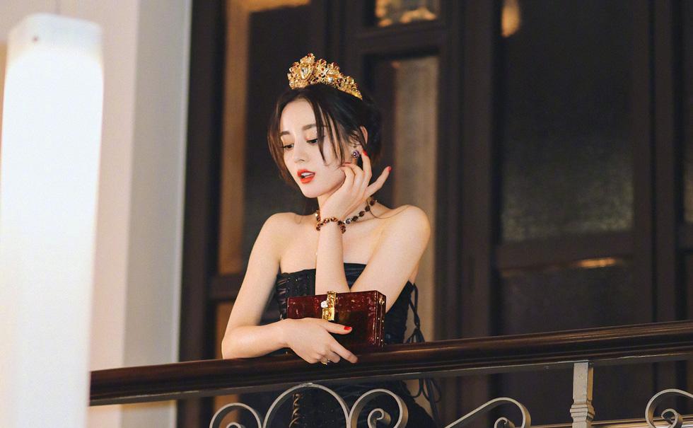 Địch Lê Nhiệt Ba được yêu đơn giản vì xinh đẹp và dễ thương - Ảnh 7.