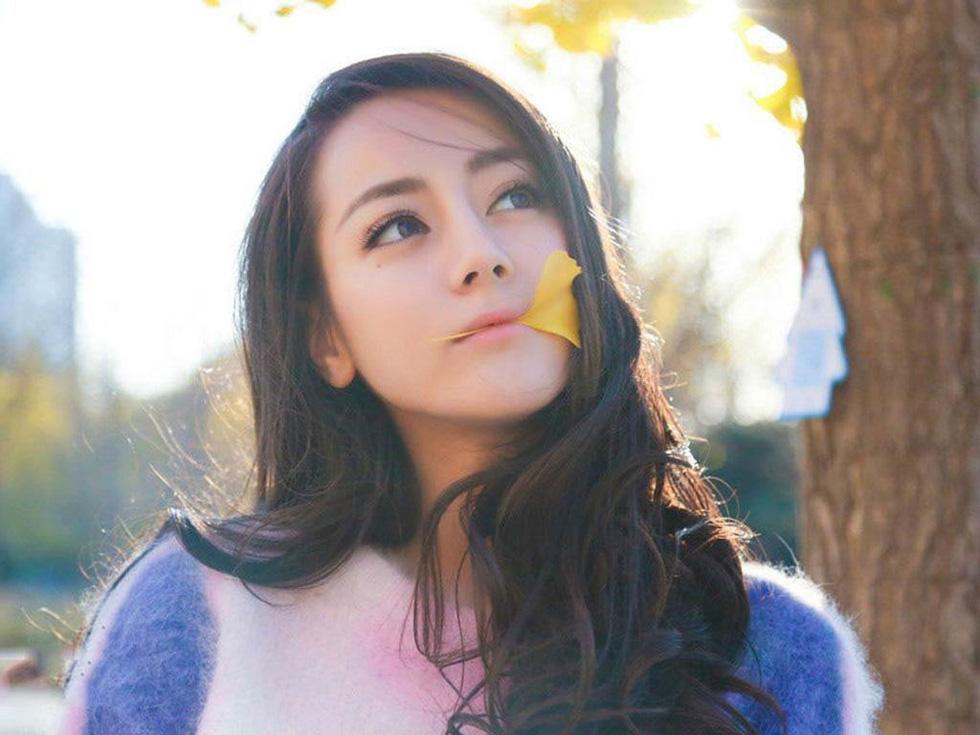 Địch Lê Nhiệt Ba được yêu đơn giản vì xinh đẹp và dễ thương - Ảnh 9.