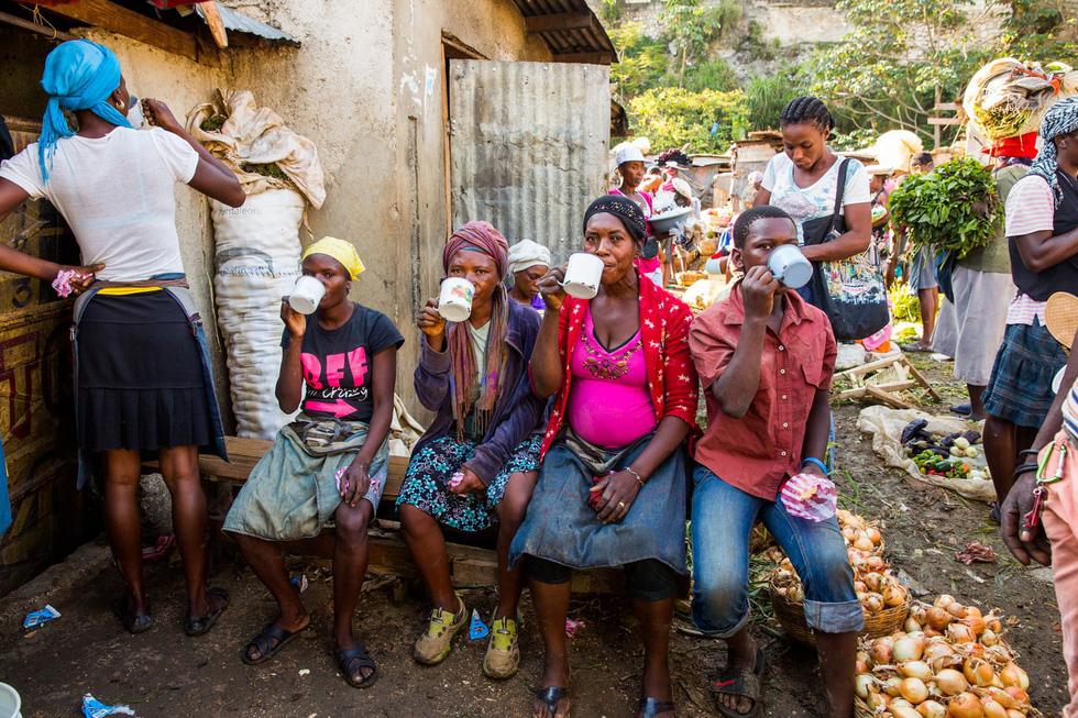 Những hình ảnh sống động từ Haiti - Ảnh 10.