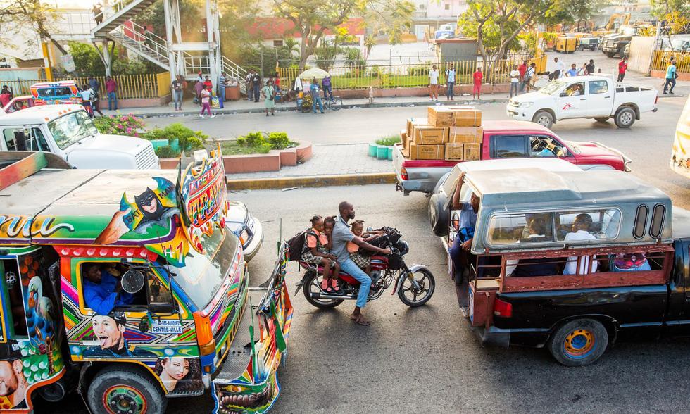 Những hình ảnh sống động từ Haiti - Ảnh 3.