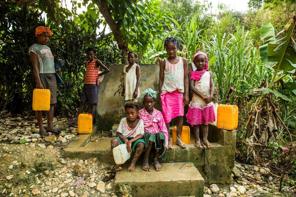 Những hình ảnh sống động từ Haiti - Ảnh 4.