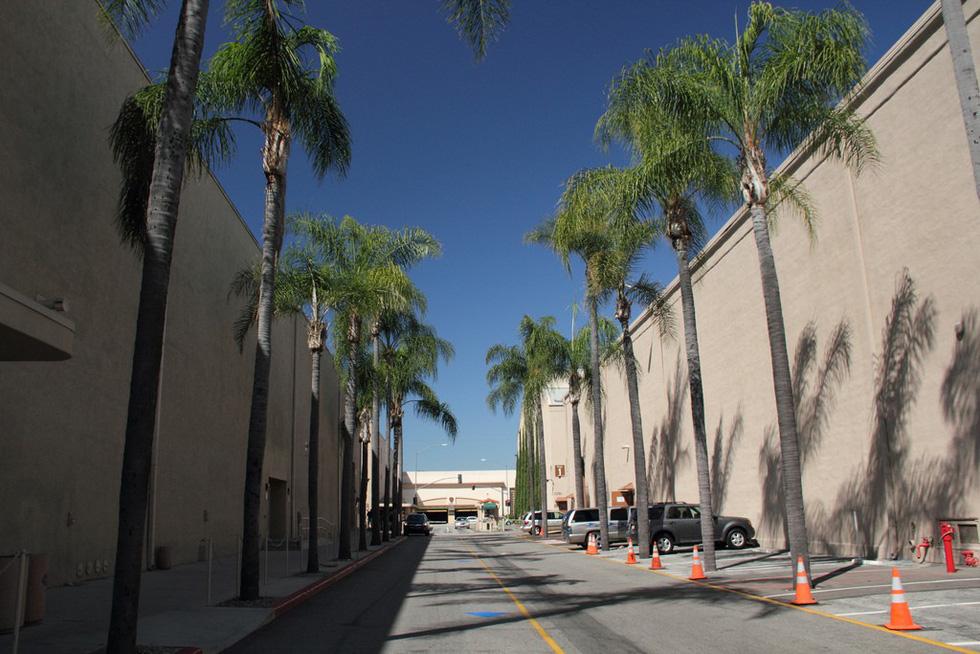 Thăm phim trường Hãng Warner Bros: khám phá bí mật Hollywood - Ảnh 2.