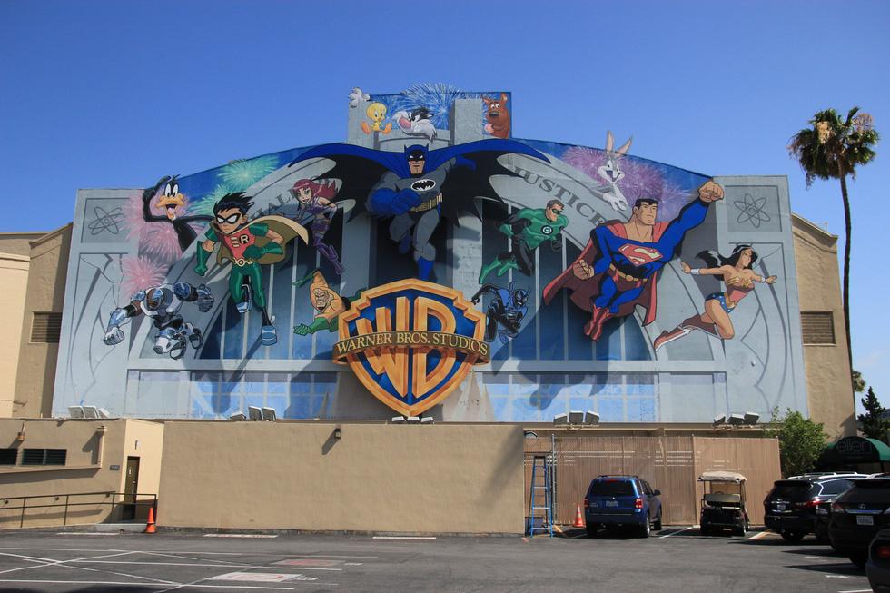 Thăm phim trường Hãng Warner Bros: khám phá bí mật Hollywood - Ảnh 1.