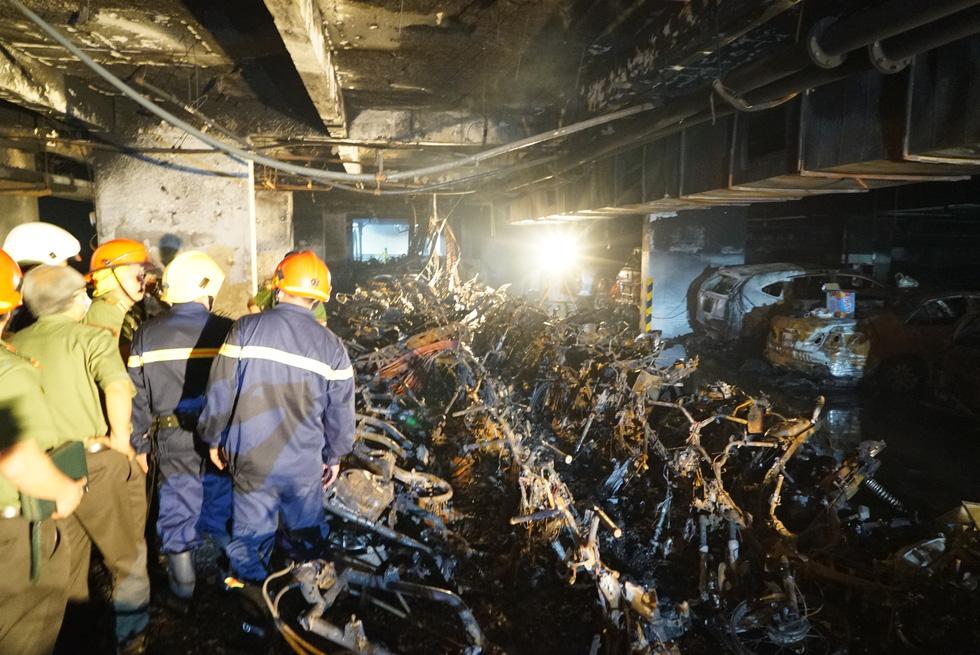 Hiện trường vụ cháy thảm khốc ở chung cư Carina - Ảnh 1.