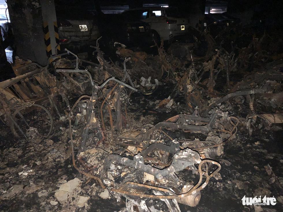 Hiện trường vụ cháy thảm khốc ở chung cư Carina - Ảnh 16.