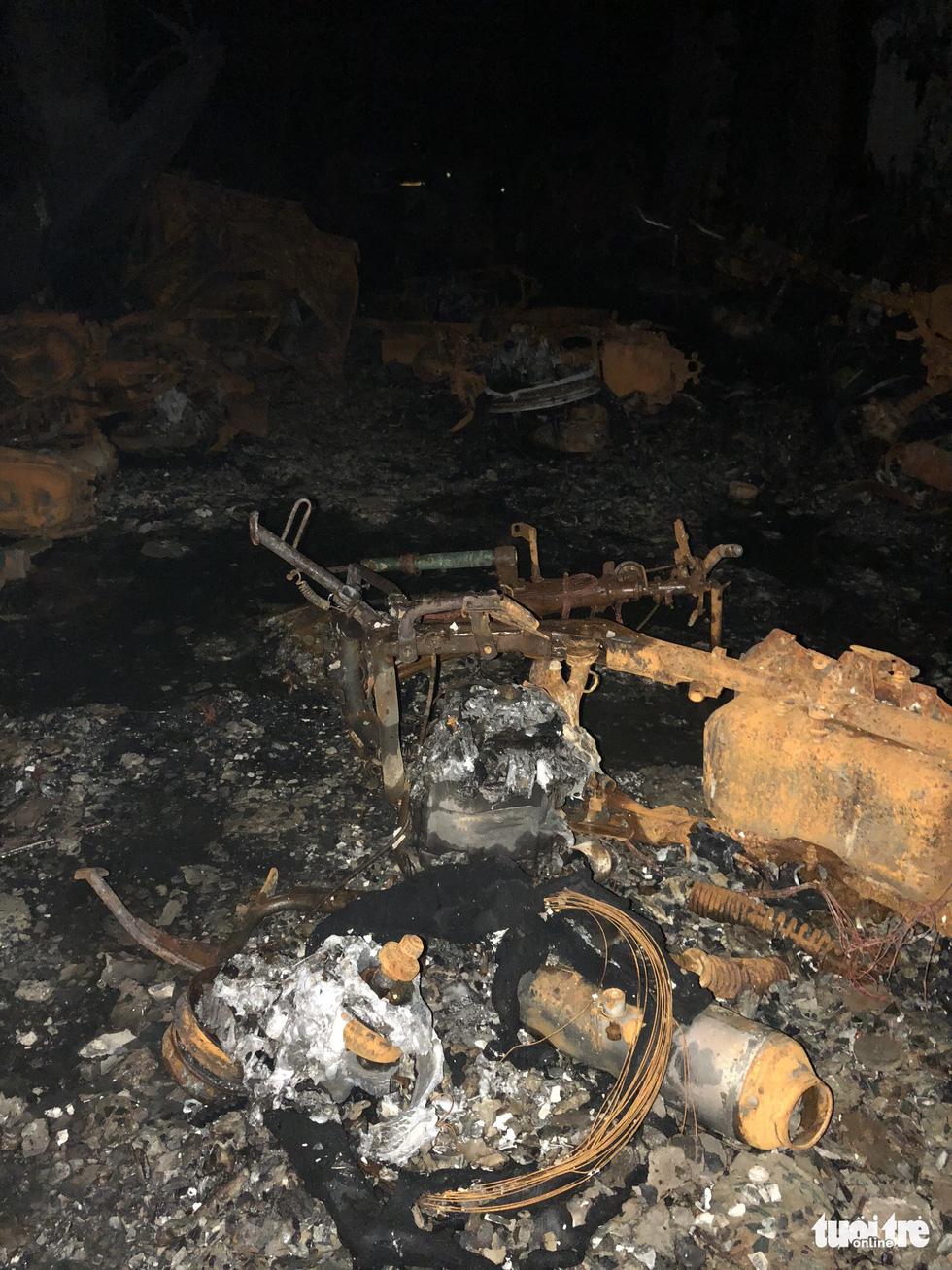 Hiện trường vụ cháy thảm khốc ở chung cư Carina - Ảnh 12.