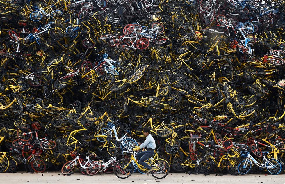 Những núi xe đạp bị vứt bỏ ở Trung Quốc - Ảnh 2.
