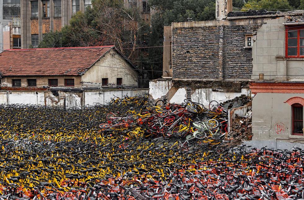 Những núi xe đạp bị vứt bỏ ở Trung Quốc - Ảnh 14.