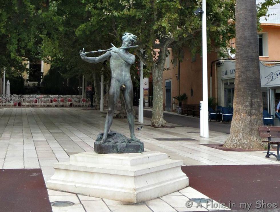 Những bức tượng khỏa thân kỳ lạ trên thế giới - Ảnh 6.