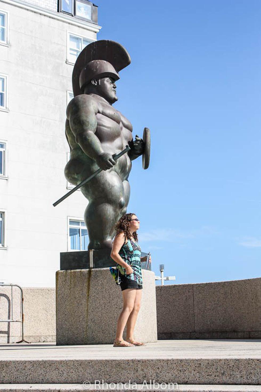 Những bức tượng khỏa thân kỳ lạ trên thế giới - Ảnh 7.