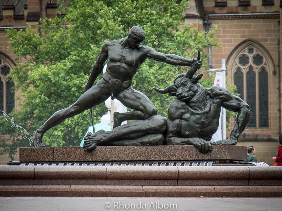 Những bức tượng khỏa thân kỳ lạ trên thế giới - Ảnh 13.